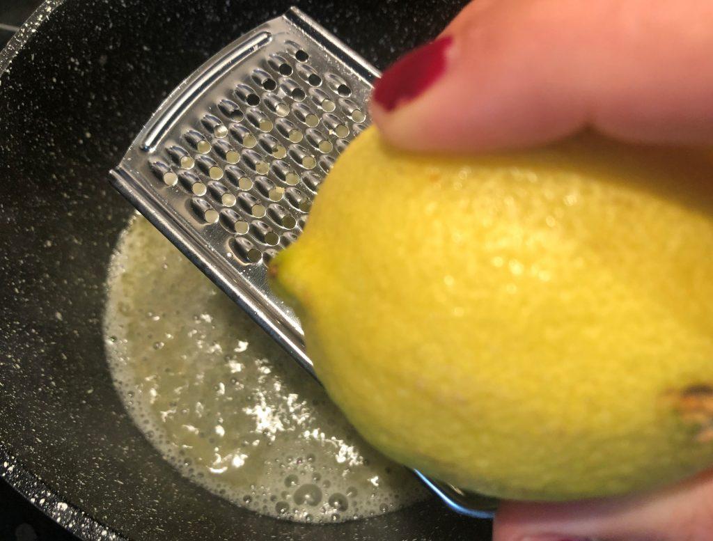 Zitrone einreiben